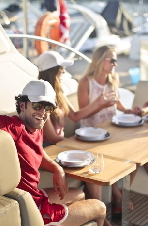 How to plan a memorable boat picnic